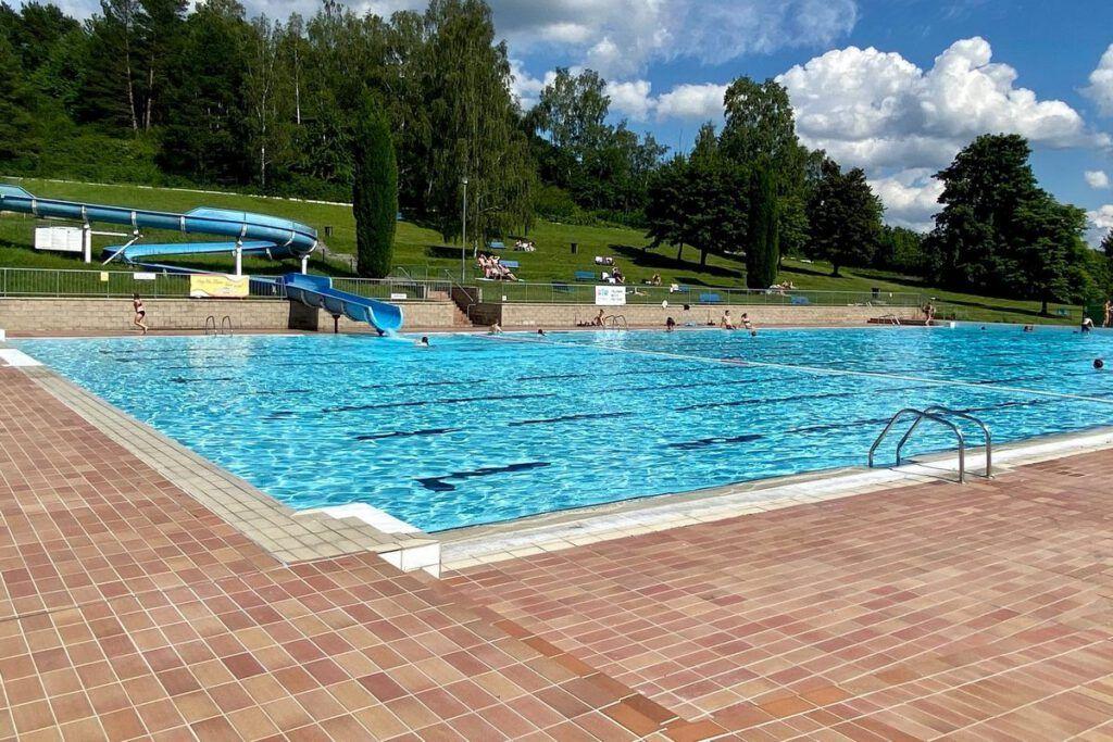 Swimmingpool Ostrov